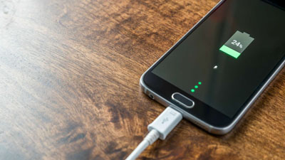 Как заряжать телефон правильно, чтобы не испортить батарею: мифы и актуальные в 2020 году советы